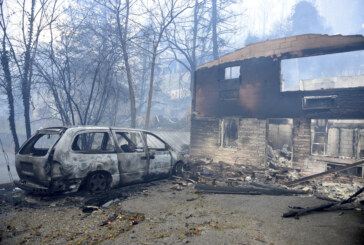 Wildfires scorch Tennessee tourist town, thousands flee